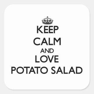 Guarde la calma y ame la ensalada de patata pegatina cuadrada