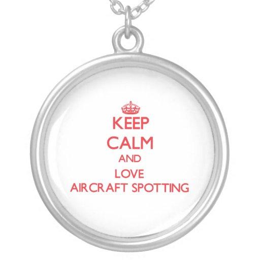Guarde la calma y ame la localización de los avion collares
