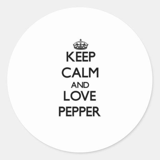 Guarde la calma y ame la pimienta etiquetas redondas