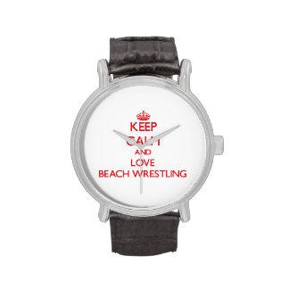 Guarde la calma y ame la playa que lucha reloj de mano