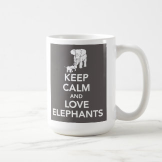 Guarde la calma y ame la taza de los elefantes