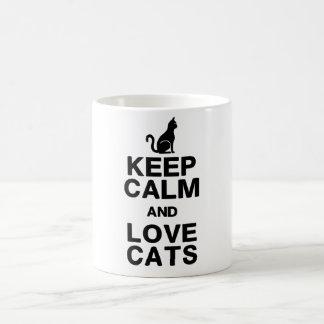 Guarde la calma y ame la taza de los gatos