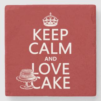 Guarde la calma y ame la torta posavasos de piedra