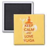 Guarde la calma y ame la yoga - diseño único de la iman de nevera