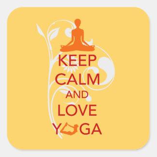 Guarde la calma y ame la yoga - diseño único de la pegatinas cuadradases personalizadas