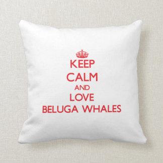 Guarde la calma y ame las ballenas de la beluga cojin