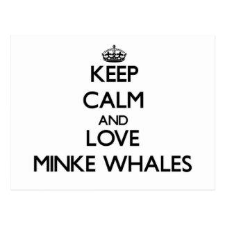 Guarde la calma y ame las ballenas pequeñas postales