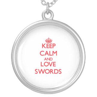 Guarde la calma y ame las espadas joyerias personalizadas