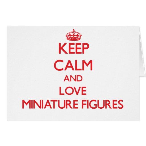 Guarde la calma y ame las figuras miniatura tarjeta de felicitación