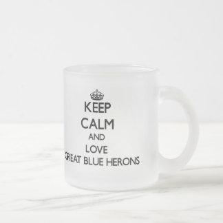 Guarde la calma y ame las garzas de gran azul tazas