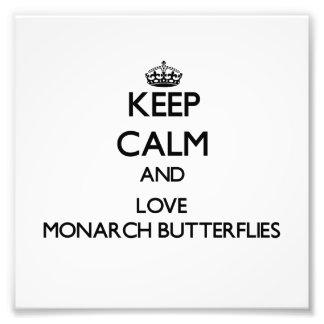 Guarde la calma y ame las mariposas de monarca cojinete