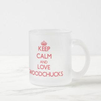 Guarde la calma y ame las marmotas tazas de café