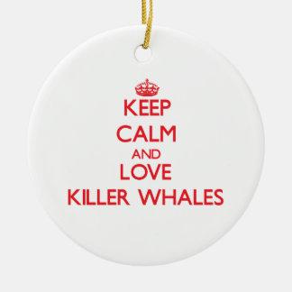Guarde la calma y ame las orcas adorno de reyes
