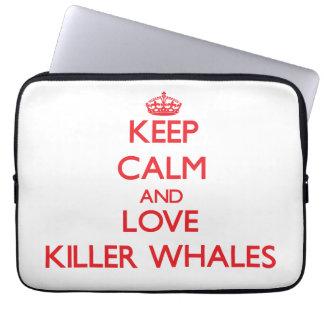 Guarde la calma y ame las orcas fundas computadoras