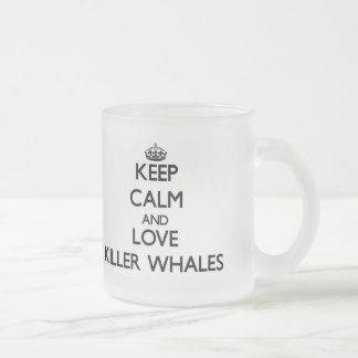 Guarde la calma y ame las orcas taza de café
