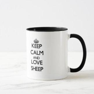 Guarde la calma y ame las ovejas taza