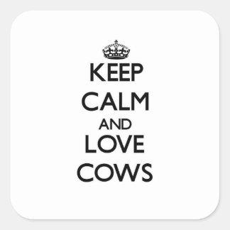 Guarde la calma y ame las vacas pegatina cuadrada