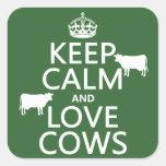 Guarde la calma y ame las vacas (todos los pegatina cuadradas personalizada