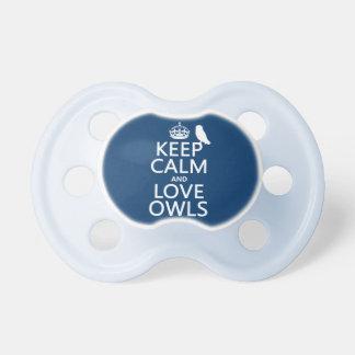 Guarde la calma y ame los búhos (cualquier color) chupetes de bebé