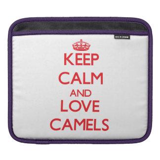 Guarde la calma y ame los camellos mangas de iPad