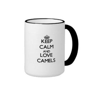 Guarde la calma y ame los camellos tazas de café