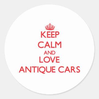 Guarde la calma y ame los coches antiguos pegatinas redondas