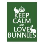 Guarde la calma y ame los conejitos - todos los co tarjetas postales