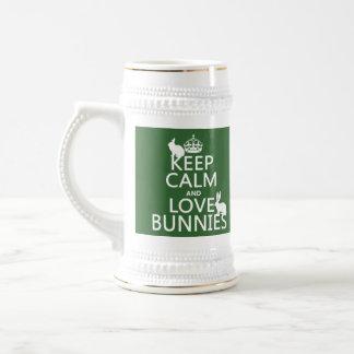 Guarde la calma y ame los conejitos - todos los jarra de cerveza