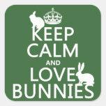 Guarde la calma y ame los conejitos - todos los calcomania cuadrada personalizada