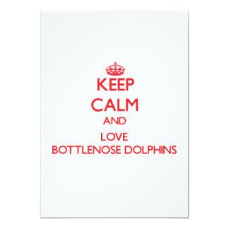 """Guarde la calma y ame los delfínes de Bottlenose Invitación 5"""" X 7"""""""