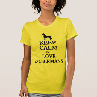 Guarde la calma y ame los Dobermans Camiseta