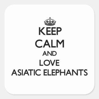 Guarde la calma y ame los elefantes asiáticos pegatina cuadrada