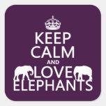 Guarde la calma y ame los elefantes (cualquier calcomanias cuadradas