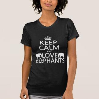 Guarde la calma y ame los elefantes (cualquier playeras