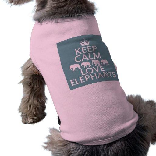 Guarde la calma y ame los elefantes (los colores a camiseta de perro