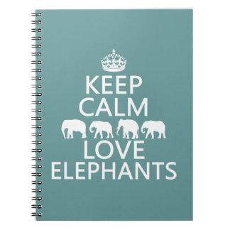Guarde la calma y ame los elefantes (los colores spiral notebook