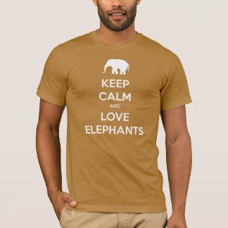 Guarde la calma y ame los elefantes playera