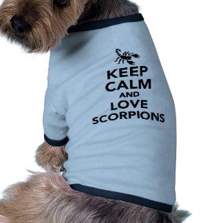 Guarde la calma y ame los escorpiones camiseta con mangas para perro