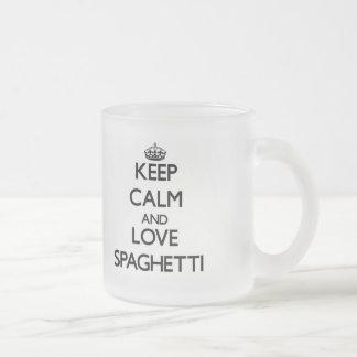 Guarde la calma y ame los espaguetis taza de cristal