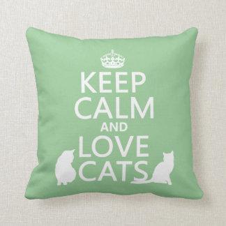 Guarde la calma y ame los gatos cojín