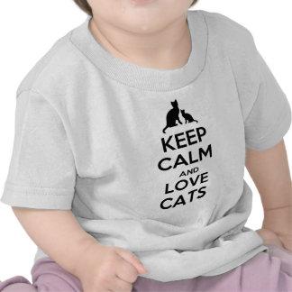 Guarde la calma y ame los gatos camiseta