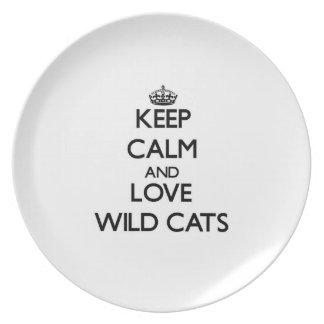 Guarde la calma y ame los gatos salvajes plato para fiesta