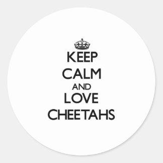 Guarde la calma y ame los guepardos pegatina redonda