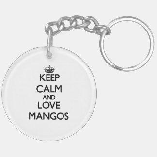 Guarde la calma y ame los mangos llavero redondo acrílico a doble cara