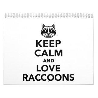 Guarde la calma y ame los mapaches calendario