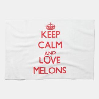 Guarde la calma y ame los melones toalla de mano
