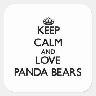 Guarde la calma y ame los osos de panda calcomanía cuadradase