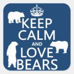 Guarde la calma y ame los osos (en todos los pegatina cuadrada