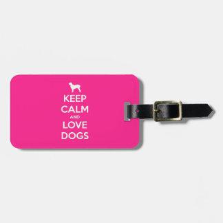 Guarde la calma y ame los perros etiquetas maleta