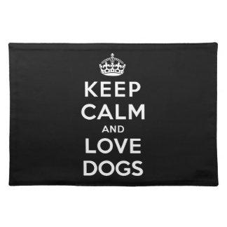 Guarde la calma y ame los perros mantel